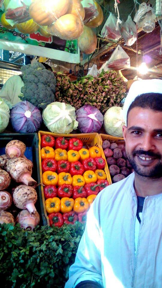 Прилавок с овощами на рынке в Хурграде, Египет